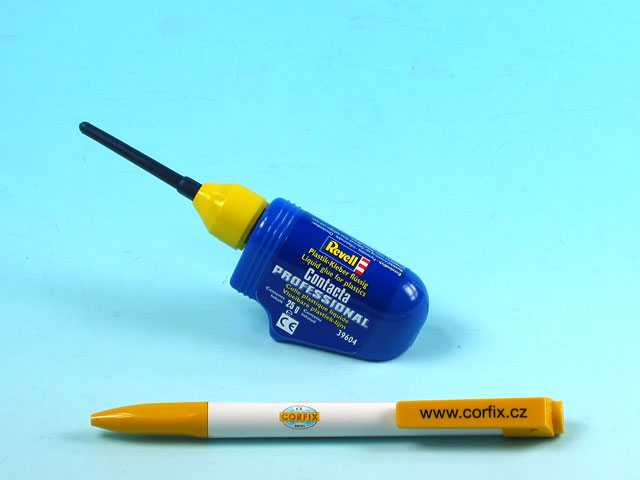 Revell Contacta Professional with Needle (25g)
