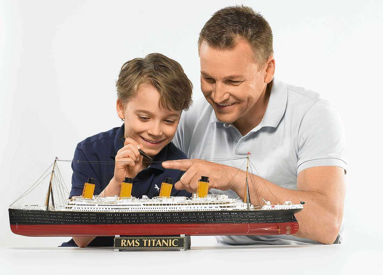 Revell R.M.S. Titanic 100th anniversary giftset